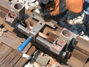 создание шва термитной сваркой