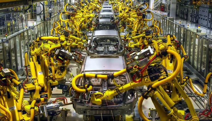 сварочные роботы на конвейере